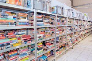 Bücherregale im ZOXS-Lager