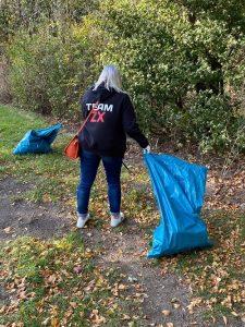 Saskia Jacubek (HR von ZOXS) beim Auesee CleanUp